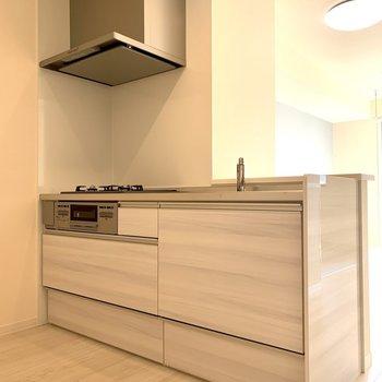 【LDK】調理器具がたっぷり入るキッチン※写真は1階の同間取り別部屋のものです