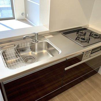 【LDK】3口コンロで料理がはかどる!※写真は1階の同間取り別部屋のものです