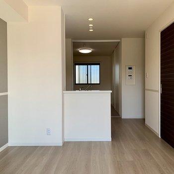 【LDK】仕切りを開けるとちょっと開放感※写真は1階の同間取り別部屋のものです