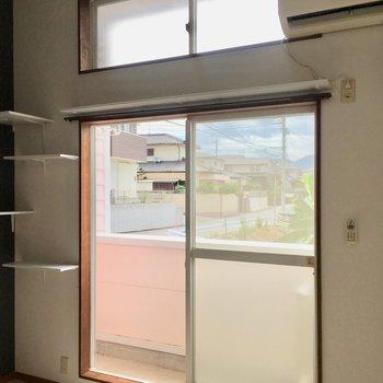 窓が2つ。開放的です〜!