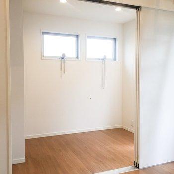 くるっと回って。DKと洋室の扉は開けておくと開放感がでます。※写真は前回募集時のものです