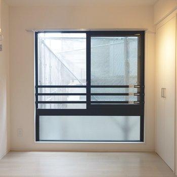こちらにはベッドが置けそう※写真は2階の同間取り別部屋のものです