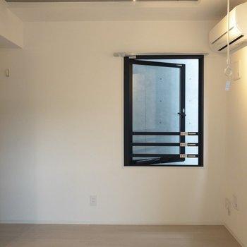 なんと窓は3面※写真は2階の同間取り別部屋のものです