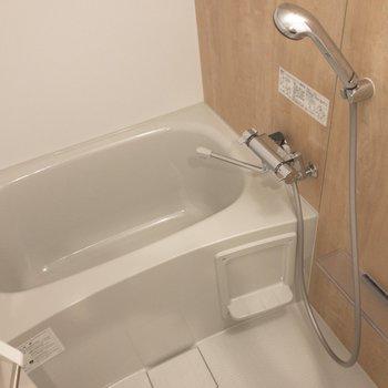 バスルームは浴室乾燥機付き