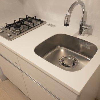 キッチンは調理スペースが少し狭いかも