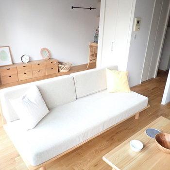 【家具イメージ】ソファ裏にはベッドを置いて、奥はワークスペースに◎