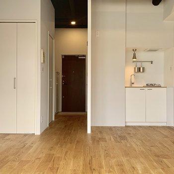 横長タイプのワンルームは家具配置もしやすく気持ちのいいお部屋!