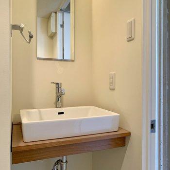 既存利用】トイレと一緒に空間に洗面台、収納は工夫しましょう◎