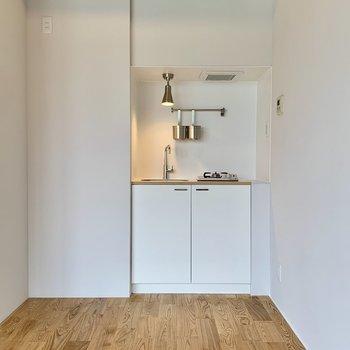 冷蔵庫置場はキッチン横に確保