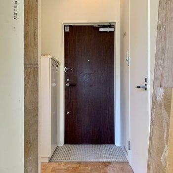 工事中】玄関側も無垢床で一新されます