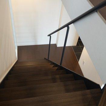 階段をのぼって上の階へ