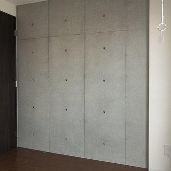 【上階】サイドの壁はコンクリート