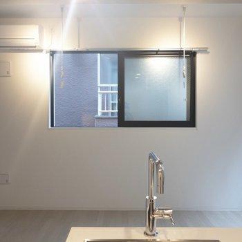 エアコンの下にテレビを置こうかな※写真は2階の同間取り別部屋のものです