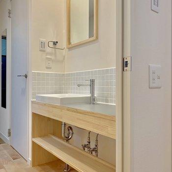 【※同間取り別部屋になります】ゆったりとした洗面台が魅力的!