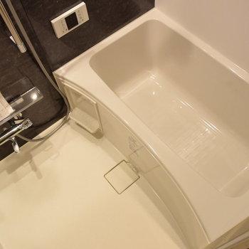 お風呂も清潔感たっぷりの生まれ変わりました