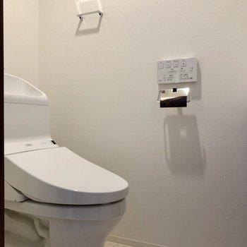 廊下右の扉の先にトイレがあります