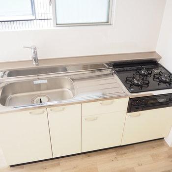 キッチンはクリーム色!