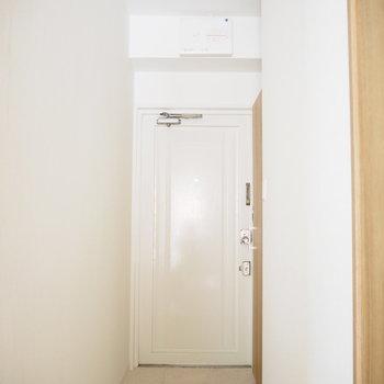 玄関もホワイト