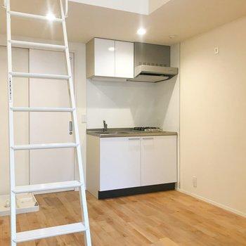 降りてきて。キッチンと洗濯機置き場は洋室に。※写真は前回募集時のものです