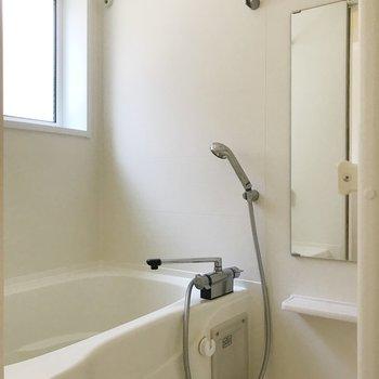 お風呂に小窓付き嬉しい◎※写真は前回募集時のものです