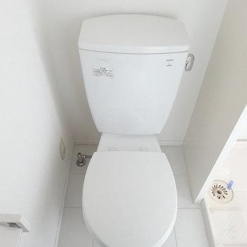 トイレもきれいめ。(※写真は9階の同間取り別部屋のものです)