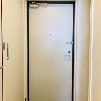 扉も白色で統一されていますね