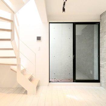 【Bedroom】こちらのお部屋は、シックで渋めなお部屋に。※ 写真は前回募集時のものです