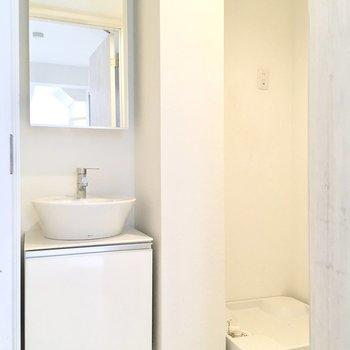 脱衣所に洗濯機を置けますよ。その日着た服を放り込んでしまおう。※ 写真は前回募集時のものです