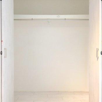 【Bedroom】収納はかなり容量たっぷり。お洋服好きでも安心ですね。※ 写真は前回募集時のものです