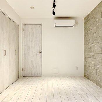 【bedroom】地下にもエアコンがありますよ。※ 写真は前回募集時のものです