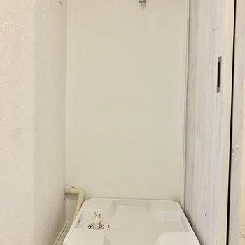 洗濯機は洗面台の後ろに。※ 写真は前回募集時のものです