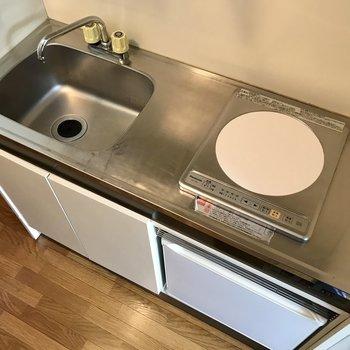 スライド式の調理台があると便利です。