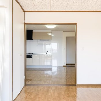 【洋室】DKとの間の扉を外すと風通しUP。