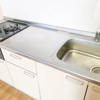 【DK】使い勝手の良さそうなゆったりとしたキッチン。