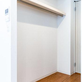 さらにドア側にオープンクローゼット。