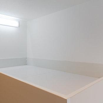 上はベッドスペース。ワイドは約115cm。