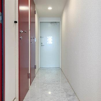 続いて廊下部分へ。