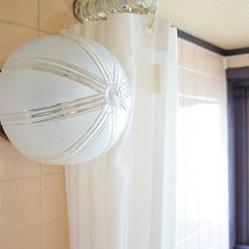 【ディテール ③】 浴室のランプもいい。