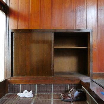 玄関収納はコンパクトサイズ。