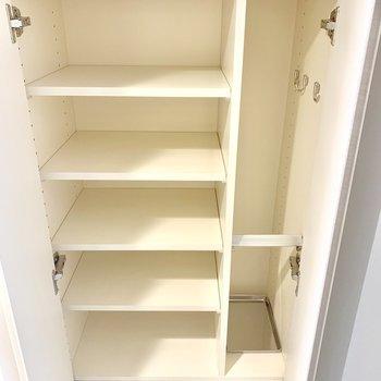 反対側にも収納スペースがあります※写真は3階の同間取り別部屋のものです