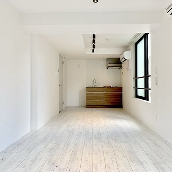 【LDK】白いダイニングテーブルが似合いそう。