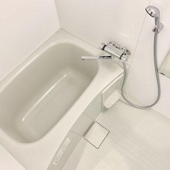 お風呂は清潔感がありますね。