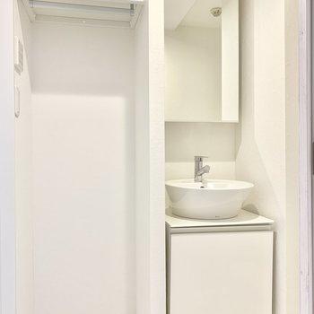 独立洗面台の隣にはタオルをかけたり。※ 写真は前回募集時のものです
