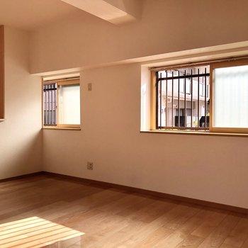 出窓が2つあり開放感もプラスされています。