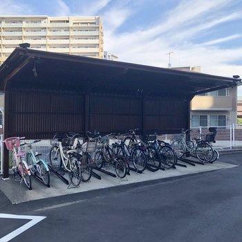 自転車置場も屋根付きであります!