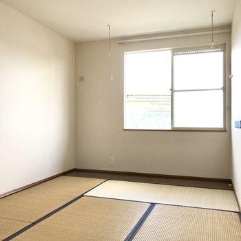 続いて和室!こたつと畳、冬の定番だよね〜。(※写真は2階反転間取り、モデルルームのものです)