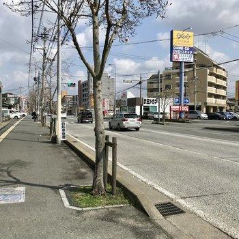 バス停まで徒歩5分くらい。野間四角まで行って、高宮駅まで歩きましょう。