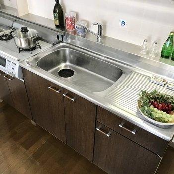 お料理スペースもしっかりあって、自炊しやすそうですね。(※写真は2階反転間取り、モデルルームのものです)