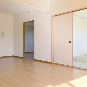 隣り合うのは洋室と和室が1つずつ。