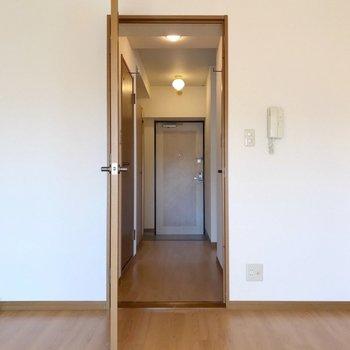 廊下側にも洋室がもう1つ。